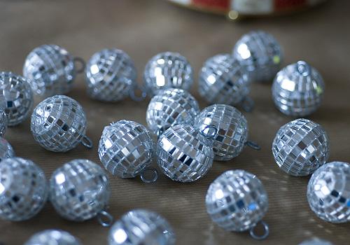 Mini disco ball garland4 papiervalise.typepad.com