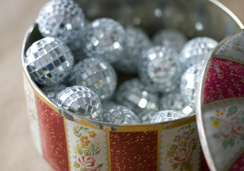 Mini disco balls papiervalise.typepad.com